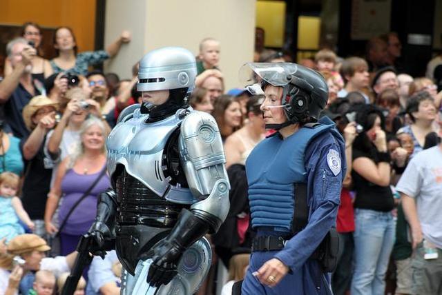 ROBOCOP-DC_parade_2011_2.JPG