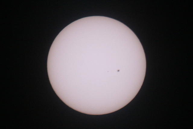 IMAGE: http://photos.imageevent.com/frankhollis/astropix/websize/sunspot.jpg