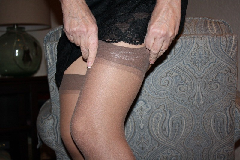 Hanes smooth illusions girdle pantyhose