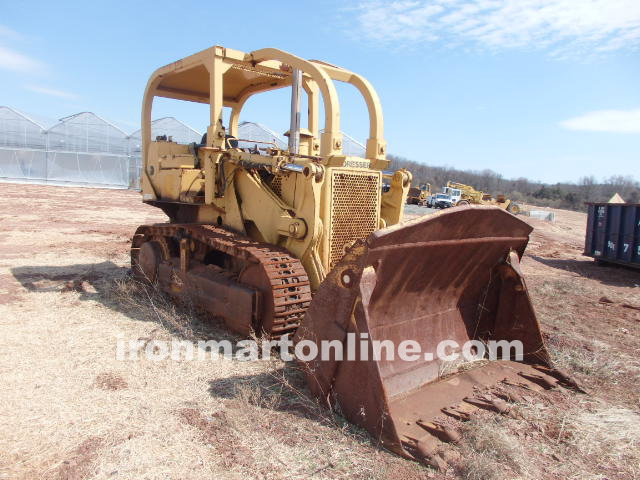 International 175 track loader