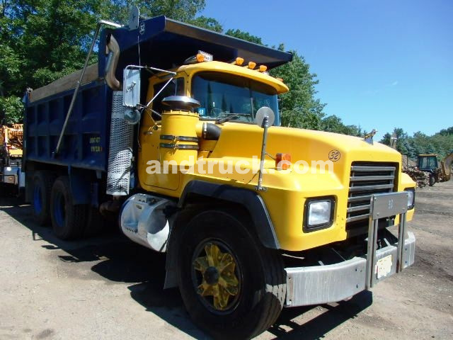 Tandem axle mack rd688s dump truck for sale