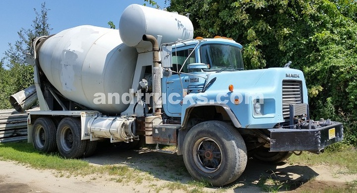 1998 Mack DM690 with McNeilas 10.5 mixer‏