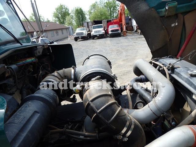 2002 T-800 Kenworth Tri Axle Dump Truck