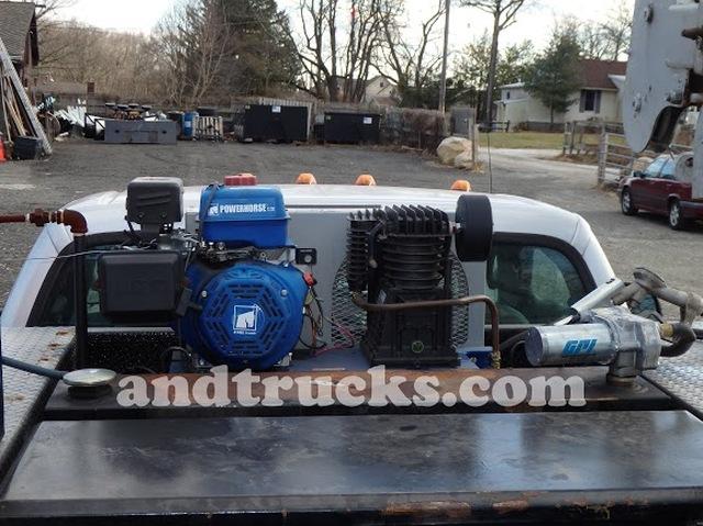 2006 Ford F-550 Utility Service Truck w Crane