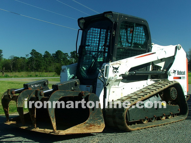 2013 Bobcat T550 Track Loader Skid Steer w Hydraulic Grapple Like New only  313hrs