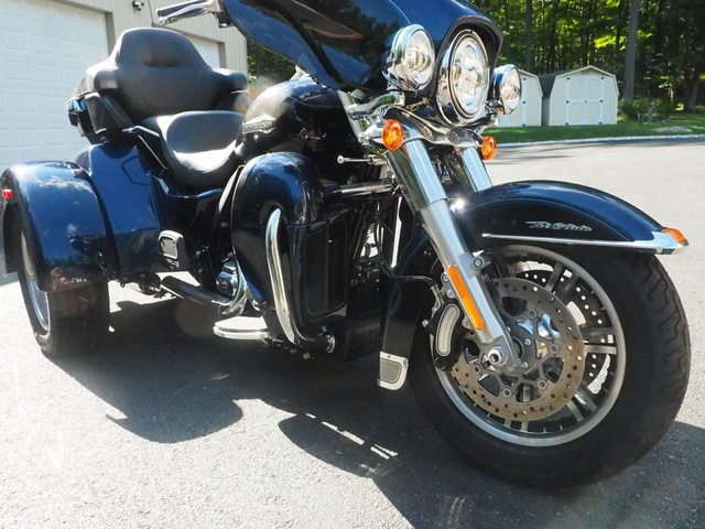 used 2014 Harley Davidson Tri Glide Tourning 103 high out put Motor Vivid Black and Blue Pearl