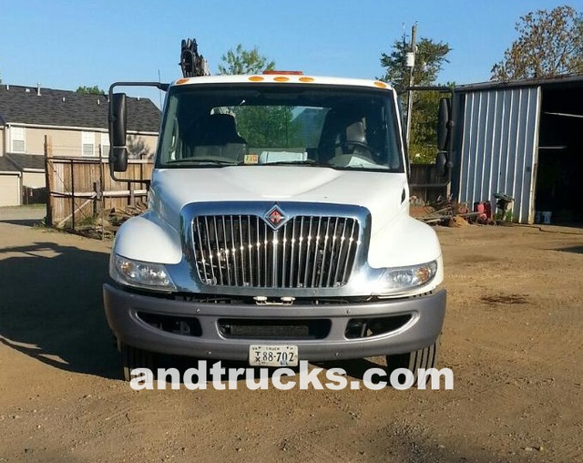 4300 SBA International service Truck 7000lb IMT 3820 Crane for sale