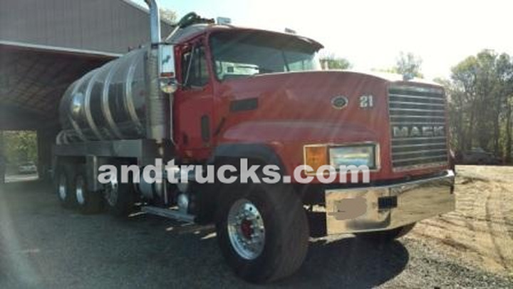 Mack CL 713 Heavy Duty Spec Septic Pump Truck used‏