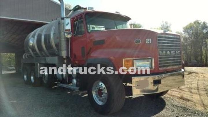 2000 Mack CL 713 5000 Gallon Septic Pumping Truck all Aluminum Tank