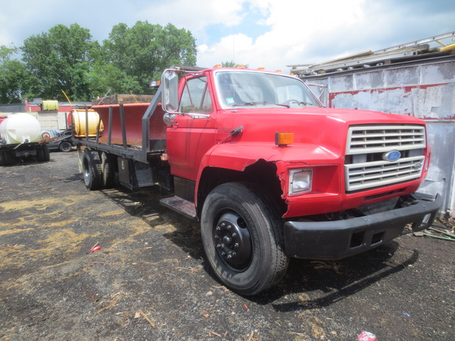 1987 Ford F700 Single Axle Flatbed