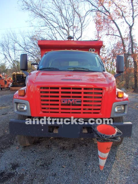 2003 GMC top kick C7500 single axle truck