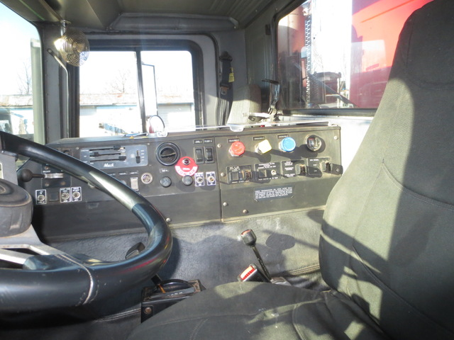 MR688S Mack Tandem Axle Dump Truck