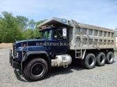 Mack RD688S Dumptruck