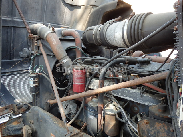 Mack Super-Liner Tandem Axle Tractor
