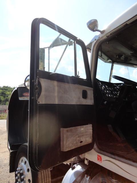 1988 Peterbilt 379 Tandem Axle Longnose Tractor