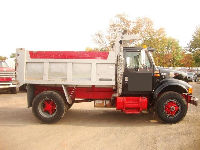 Single Axle Dump Truck w/10ft Plow