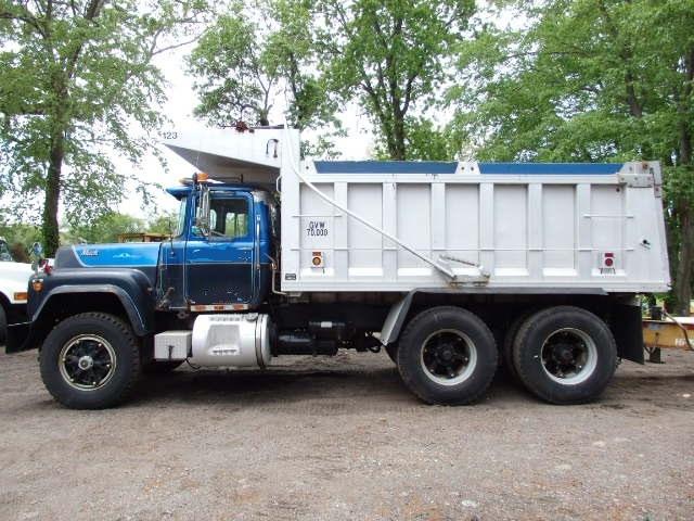 1983 Mack RD688SX tandem axle Dump Truck