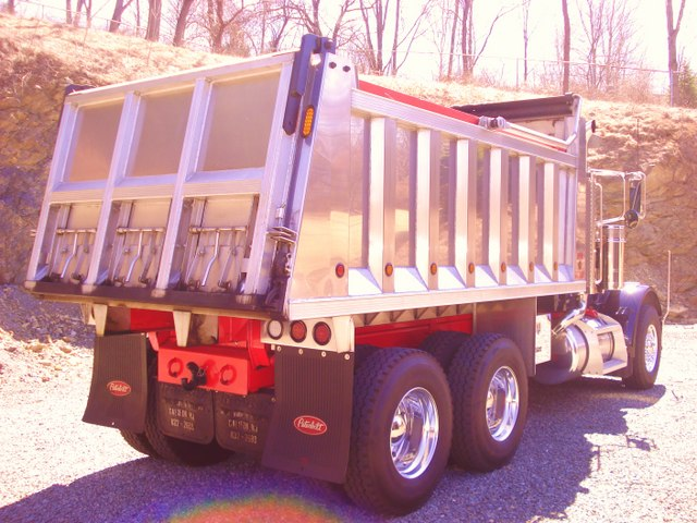 2005 Peterbilt 379 Tandem Dump Collectors Cat 475 Auto Shift