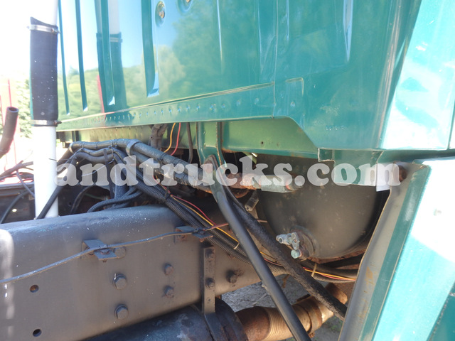 Cab and Chasis 1990 L8000 Single Axle Truck