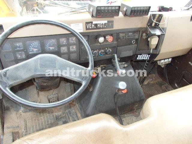 International 4900 Utility crew cab