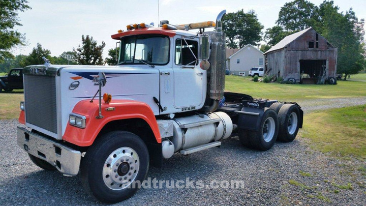 v8 mack superliner for sale