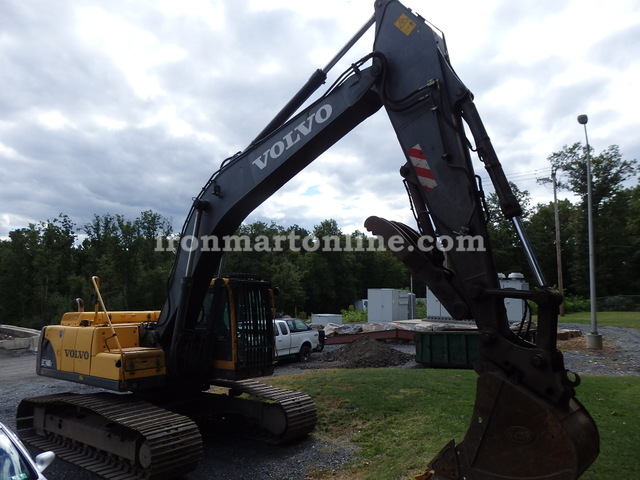 Volvo EC240BLC Excavator with Hydraulic Thumb 2004