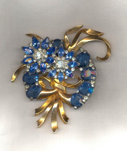 Juliana Aurora Borealis and Black Rhinestone Flower Brooch Pin D/&E Jewelry Vintage  Rhinestone Brooches Flower Bouquet Rhinestone Heart