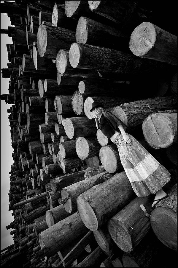 IMAGE: http://photos.imageevent.com/mdvaden/redwoods/JenII_5_600BandW.jpg