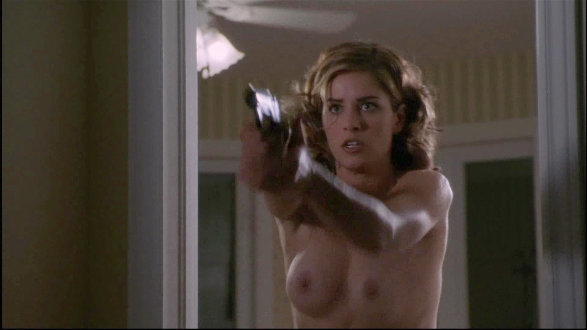 Amanda Peet Thewholenineyards