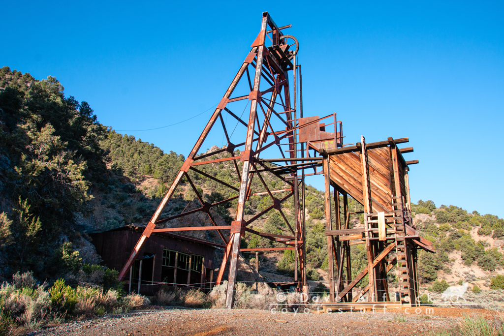 Headframe and hoist house in excellent condition