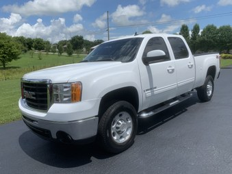 SOLD! 2009 GMC 2500 HD 4x4! White