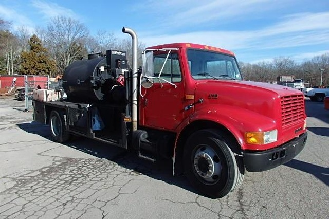 International Seal Coat Truck 750 Gallon Seal Master 4700 with Kettle Super Clean