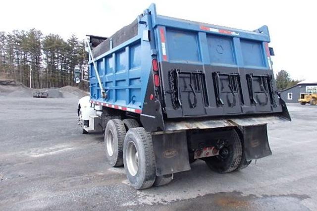 Peterbuilt PB335 Tandem Axle Dump Truck