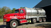 5000 Gallon septic pumping truck