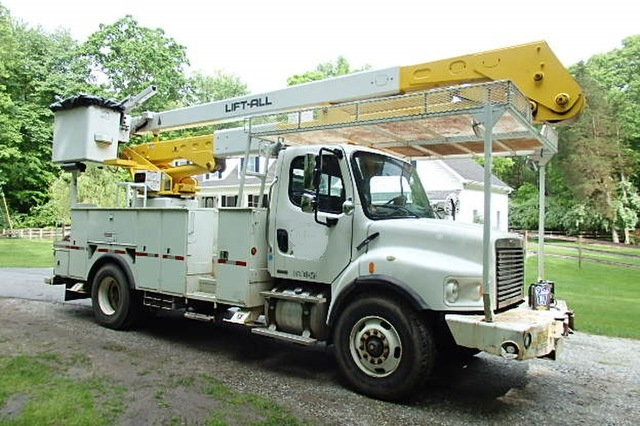 Freightliner Business Class M2 Bucket Truck