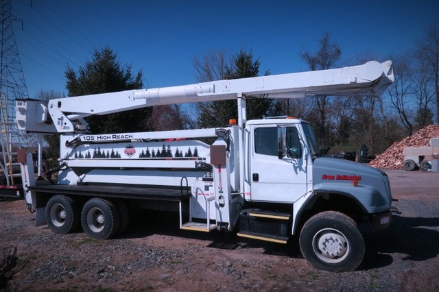 2002 FL80 Tandem 6x6 105'High Reach Altec Bucket Truck Automatic