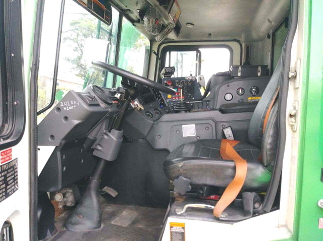 2011 Mack MRU 613 Front Loader Packer Automatic