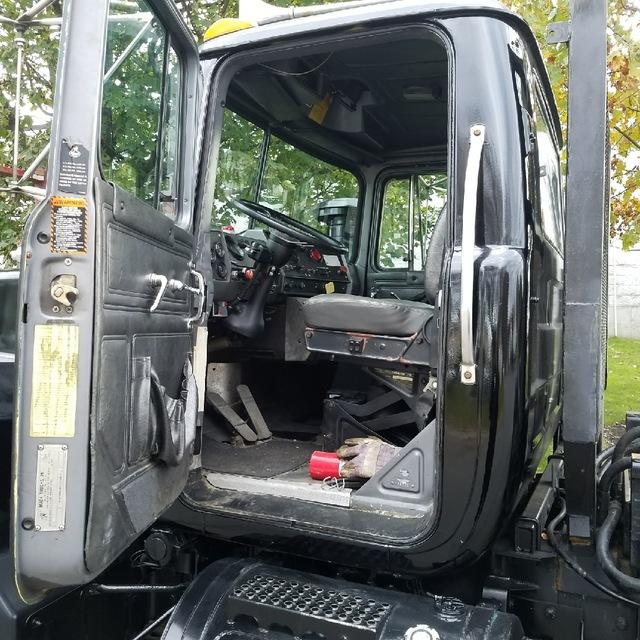 1998 Mack RD688SX hooklift truck
