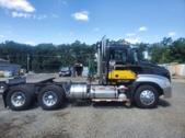 Mack Vision Dat Cab Tractor 460hp Real C