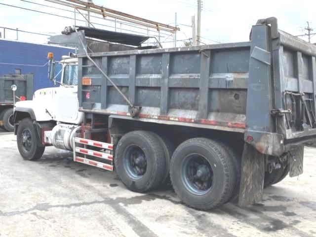 RD688SX R-Model Mack Tandem Dump Truck