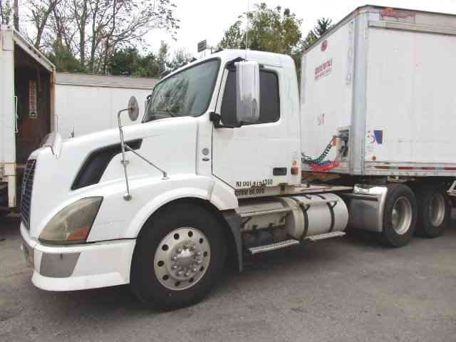Used Volvo VNL Tandem Axle Day Cab Tractor for sale