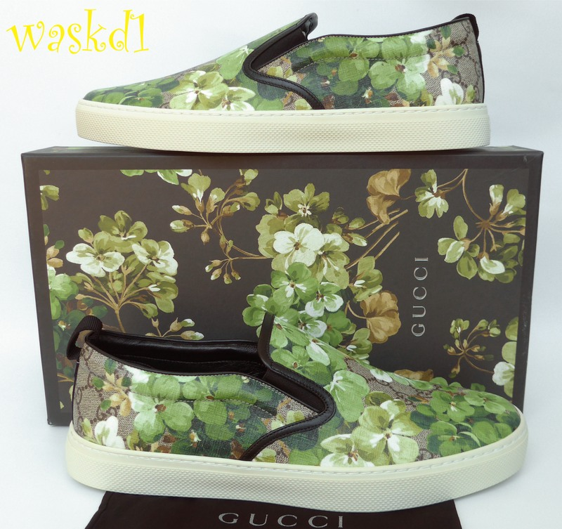 1408a4d0507916 100% Authentic GUCCI Mens instantly recognizable GUCCI fabulous khaki Blooms  GG Supreme coated canvas with black leather detailing slip-on